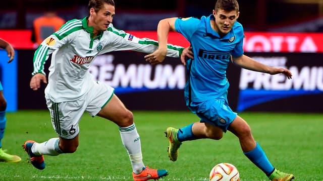 Le Stéphanois Jérémy Clément en duel avec le Milanais Mateo Kovacic