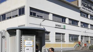 Le site de Choisy est le seul, sur les 14 que compte le groupe industriel en France, dont la fermeture définitive a été annoncée à ce stade à l'horizon 2022 dans le cadre du plan d'économies qui prévoit de supprimer 4.600 postes en trois ans en France soit près de 10% des effectifs du groupe dans l'Hexagone. Son activité doit être transférée au site de Flins (Yvelines).