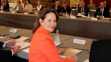 Ségolène Royal a fait mercredi une rentrée politique remarquée à l'Elysée, où elle a participé à une réunion des présidents de région. /Photo prise le 12 septembre 2012/REUTERS/Francois Mori/Pool