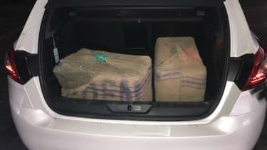 Des dealers ont remis involontairement deux valises remplies de résine de cannabis.