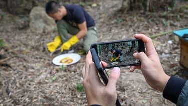 Installé dans la province du Zhejiang (est), Ma Gongzuo est devenu une petite célébrité grâce au réseau Douyin qui permet de diffuser des vidéos et de se filmer en direct.