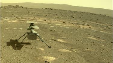Le mini-hélicoptère Ingenuity s'est détaché le 3 avril 2021 du rover Perseverance, sur Mars