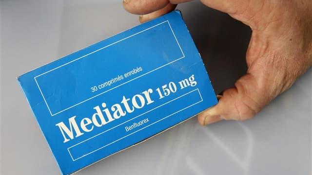 Les laboratoires Servier, visés dans l'enquête sur le médicament Mediator qui aurait fait de 500 à 2.000 morts en France, ont démenti mercredi toute perquisition à leur siège de Suresnes (Hauts-de-Seine). /Photo d'archives/REUTERS/Pascal Rossignol