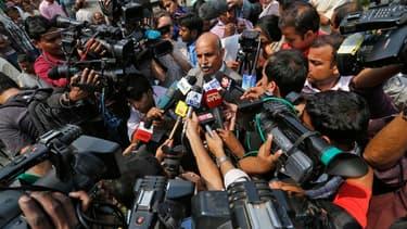 V.K. Anand (au centre), l'avocat de Ram Singh, le principal accusé du viol collectif et du meurtre d'une étudiante en médecine en décembre dernier à New Delhi. Ram Singh, jugé avec cinq autres hommes pour cette agression qui avait soulevé une vague d'indi