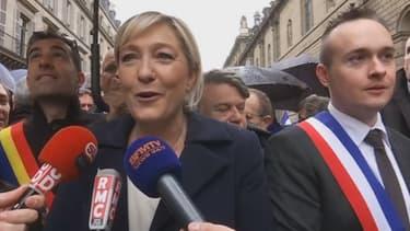 Marine Le Pen lors du défilé du premier mai du FN.