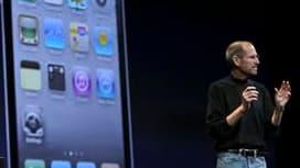 Le directeur général d'Apple, Steve Jobs, a dévoilé lundi l'iPhone de quatrième génération avec l'espoir de maintenir la prédominance de la marque à la pomme sur le marché de plus en plus concurrentiel des smartphones. /Photo prise le 7 juin 2010/REUTERS/