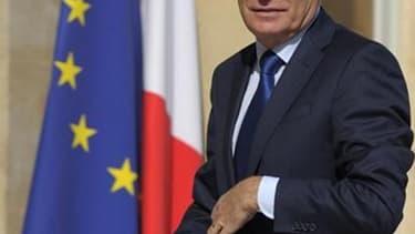 Le gouvernement français se réuni lundi après-midi autour du Premier ministre, Jean-Marc Ayrault, pour trouver les moyens de boucler le budget 2012, un casse-tête évalué entre sept et dix milliards d'euros. /Photo prise le 22 juin 2012/REUTERS/Philippe Wo