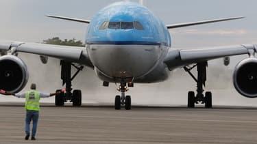 """La prise de participation du gouvernement néerlandais dans Air France-KLM """"s'est faite sans information du conseil d'administration ni du gouvernement français"""", a déclaré le ministre de l'Economie Bruno Le Maire."""