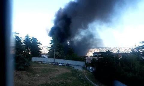 Colonne de fumée noire à l'hôpital d'Annonay - Témoins BFMTV