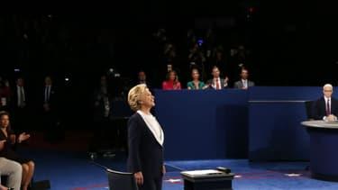 Hillary Clinton et Donald Trump lors du second débat à l'université George Washington de Saint-Louis, dans le Missouri