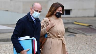 Jean-Michel Blanquer et Marlène Schiappa dans la cour de l'Elysée, le 9 décembre 2020