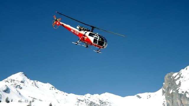Un hélicoptère de la compagnie d'aviation suisse Air-Glaciers qui permet de réaliser des opérations de secours en montagne.