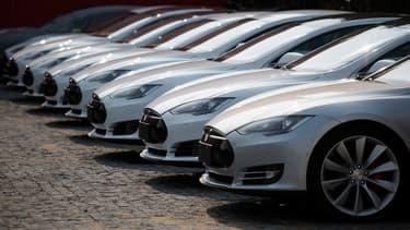 A 80.000 dollars, la Tesla S est déjà une voiture coûteuse. Wall Street la valorise... 7 fois plus, à travers le cours de bourse du constructeur.