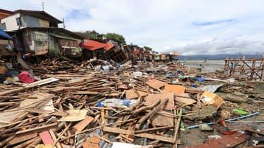 Des maisons détruites après la dépression tropicale Vicky dans la ville de Lapu-Lapu sur l'île de Cebu, aux Philippines, le 19 décembre 2020.