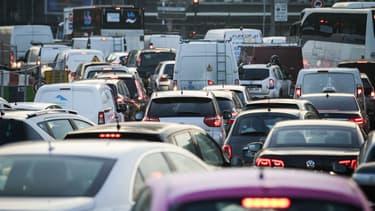 Des embouteillages fin janvier Porte Maillot, dans l'Ouest de Paris.