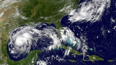 Image fournie par le satellite GOES de l'agence américaine océanique et atmosphérique (NOAA), et de la Nasa, de l'ouragan Harvey, le 24 août 2017