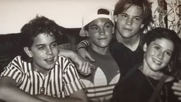 """Alexander Polinsky, Brian Austin Green, Stephen Dorff et Soleil Moon Frye dans les années 90. Image extraite du documentaire """"Kid 90"""", diffusé sur Hulu."""