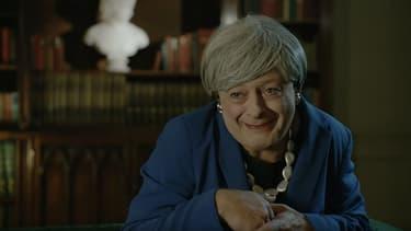 Andy Serkis imite Gollum déguisé en Theresa May