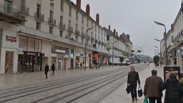 C'est rue Nationale à Tours que Julien faisait la manche