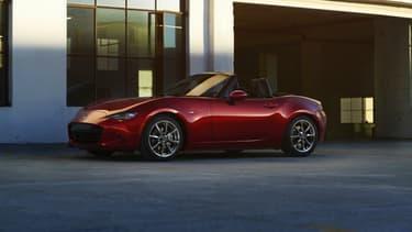 La MX-5 Miata est la meilleure voiture de l'année d'après le jury de 73 journalistes du monde entier réunis à New York, le 24 Mars.