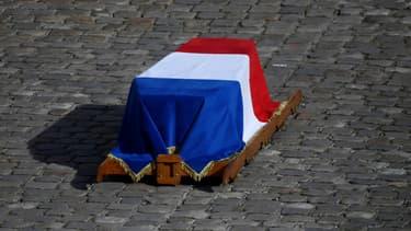 Le cercueil de Jacques Chirac installé dans la cour d'honneur des Invalides, le 30 septembre 2019