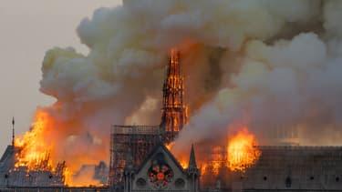 L'incendie survenu lundi soir à Notre-Dame a ravagé une partie de la cathédrale.
