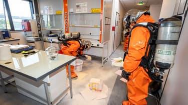 Les spécialistes NRBC sont intervenus mercredi à Villeneuve-la-Garenne.