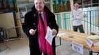 Le président socialiste sortant Jean-Paul Huchon a été réélu dimanche à la tête de la région Ile-de-France au deuxième tour des élections régionales avec 55,3% des voix, selon des résultats partiels du ministère de l'Intérieur. /Photo prise le 21 mars 201