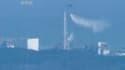 Un hélicoptère de l'armée japonaise a commencé jeudi matin à déverser de l'eau sur le réacteur n°3 de la centrale nucléaire de Fukushima-Daiichi pour refroidir les barres de combustible en surchauffe. Située à 240 km au nord de Tokyo, la centrale, endomma