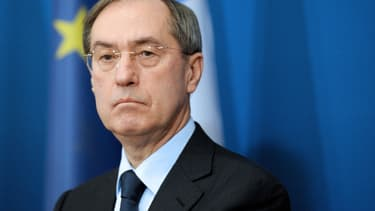 Une circulaire de François Fillon de 2007 oblige la restitution des oeuvres reçues dans le cadre de l'exercice des fonctions gouvernementales.