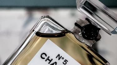 Certains composés de grands parfums seraient en réalité allergènes.