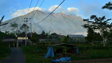 Vue sur le volcan Agung, situé sur l'île de Bali, en Indonésie, le 21 septembre 2017
