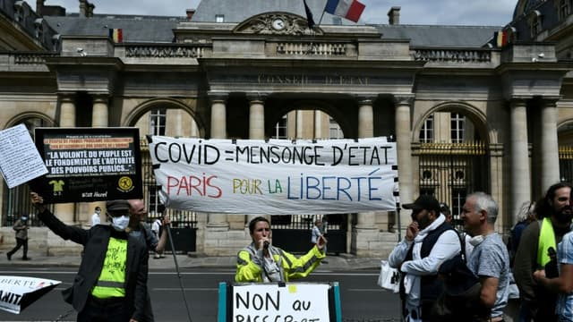 Manifestation contre le pass sanitaire le 5 août 2021 devant le Conseil constitutionnel à Paris