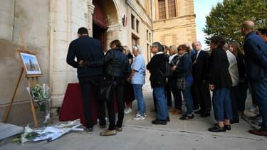Un hommage rendu à l'une des deux victimes de l'attaque de la gare Saint-Charles à Éguilles, près de Marseille, le 2 octobre 2017