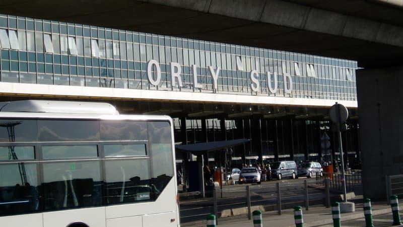 Arrêté avec 4 kg de cocaïne à l'aéroport d'Orly, un militaire se suicide en garde à vue