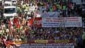 A Marseille, lors de la manifestation contre la réforme des retraites. Un million de personnes ont manifesté jeudi en France contre la fin de la retraite à 60 ans selon les syndicats mais le porte-parole du gouvernement, Luc Chatel, a estimé que la mobili