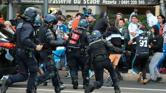Des affrontements entre supporters de l'OM et les forces de l'ordre aux abords du Vélodrome ce dimanche