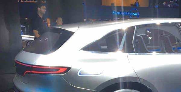 Le concept est équipé de deux moteurs électriques, un à l'avant, un l'arrière, pour une puissance équivalente d'un peu moins de 410 chevaux.