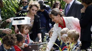 Ségolène Royale visitant une école primaire le 22 mai 2014