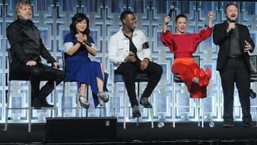 "Mark Hamill, Kelly Marie Tran, John Boyega, Daisy Ridley et Rian Johnson lors de la convention ""Star Wars"" à Orlando, le 14 avril 2017"