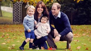 Kate et William aux côtés de leurs deux enfants, le prince George et la princesse Charlotte.