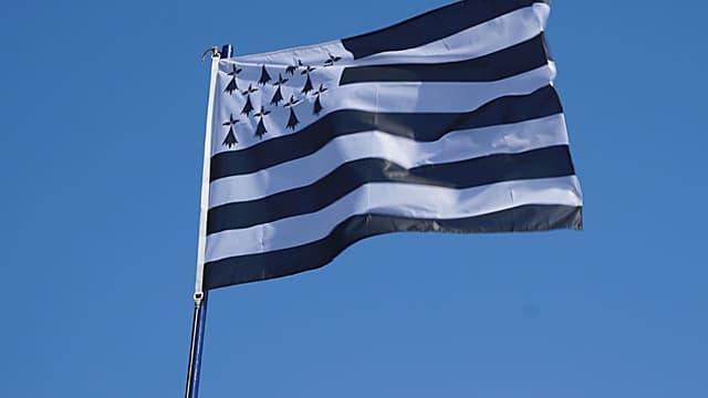 Le drapeau breton, qui pourrait avoir son propre emoji.