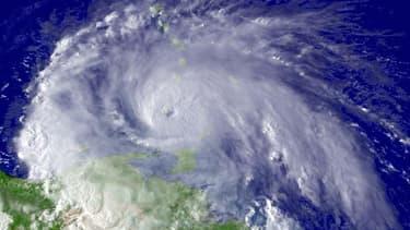 L'ouragan Ivan près de l'île de la Grenade en septembre 2004.