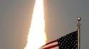 La navette américaine Discovery a décollé jeudi de Cap Canaveral à destination de la Station spatiale internationale (ISS), avec six membres d'équipage à son bord, pour sa 39e et dernière mission. /Photo prise le 24 février 2011/REUTERS/Joe Skipper