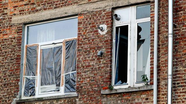 Les fenêtres de l'appartement où les suspects étaient retranchés. Des tirs ont été échangés par ces ouvertures entre les suspects et la police.