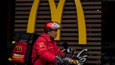 En Chine, où McDonald's propose déjà la livraison,  ce sont les employés de la chaine qui livrent, et non un prestataire comme aux États-Unis.