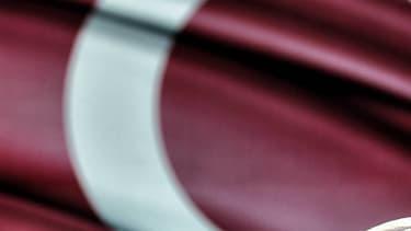 Un imam devant un drapeau turc en juillet 2016.