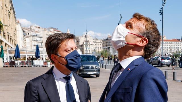 Emmanuel Macron accueilli à Marseille par le maire de la ville Benoît Payan.