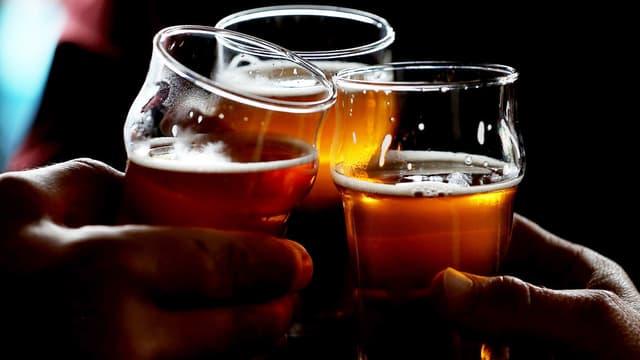 Des pintes de bière - image d'illustration