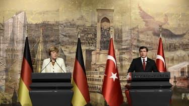 Angela Merkel, la chancelière allemande et Ahmet Davutoglu, premier ministre turc  - 18 octobre 2015 -